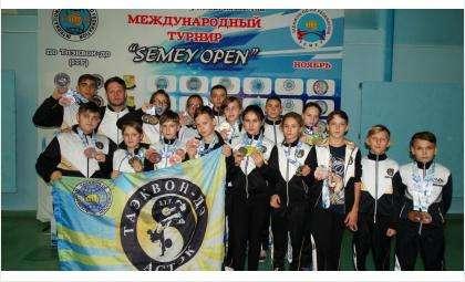 Шестеро тхэквондистов из бердского «Астэка» стали чемпионами в Казахстане