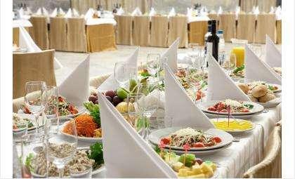 В уютной атмосфере с великолепными кухней и обслуживанием отметьте в «Сосновке» любые праздники