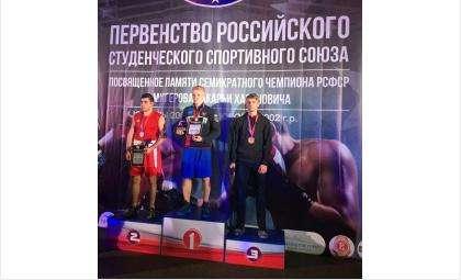 Бронзу всероссийского первенства завоевал боксер из БердскаДаниил Ивановский