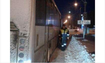 Новосибирские автоинспекторы в мороз оказывают экстренную помощь водителям и пассажирам