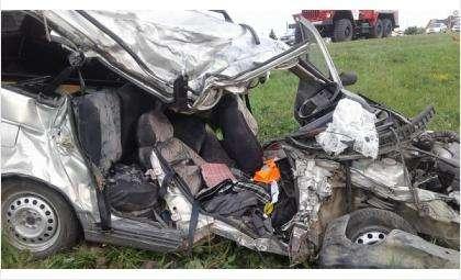ВАЗ столкнулся с грузовиком на трассе Р-256