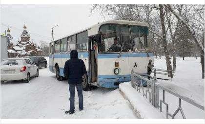 Курсант автошколы ДОСААФ на автобусе сбил женщину на «зебре» в Бердске