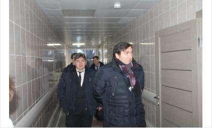 Константин Хальзов, министр здравоохранения Новосибирской области (на фото справа)
