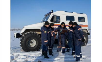 Обмороженного мужчину нашли в лесу спасатели