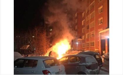 В Северном микрорайоне в Бердске сгорел автомобиль - второй за сутки