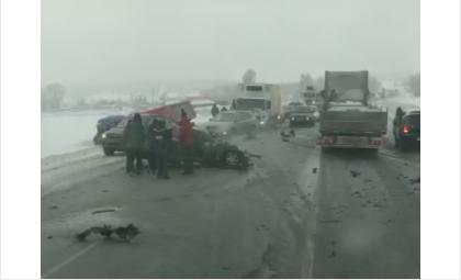 Жёсткое столкновение в Искитимском районе. Движение по трассе затруднено
