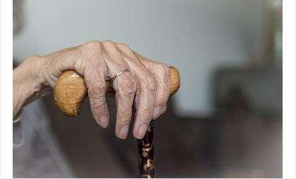 К пожилой бердчанке невозможно было попасть без помощи спасателей