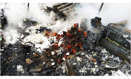 Из-за неисправной печи дотла сгорел дом в Искитимском районе