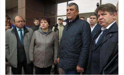 Полпред Президента РФ в СФО Сергей Меняйло (на фото в центре)
