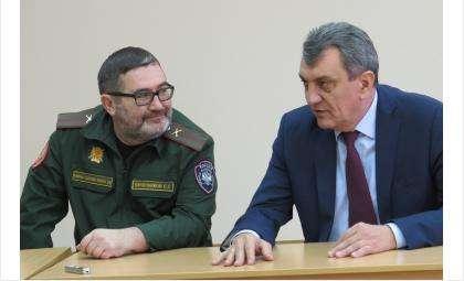 Директор кадетского корпуса Сергей Овчинников и пролпред президента Сергей Меняйло