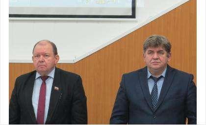 Спикер горсовета Валерий Бадьин (слева) и мэр Бердска Евгений Шестернин (справа)