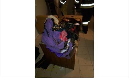 Горел шкаф с одеждой