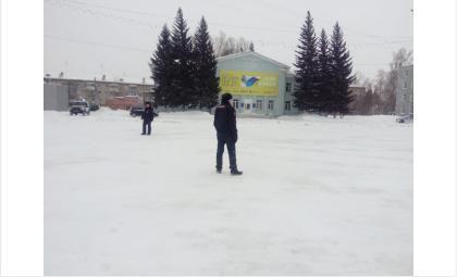 Полицейские не подпускали прохожих к зданию УО