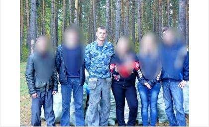 Борис Молоков (в центре) ранее проводил акции по уборке побережья и лесов