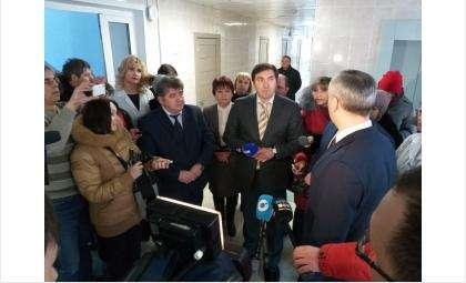 Губернатор Андрей Травников и министр здравоохранения Константин Хальзов в БЦГБ на ул. Пушкина