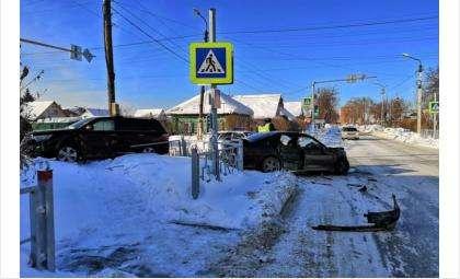 ДТП произошло на перекрестке улиц Суворова и Островского