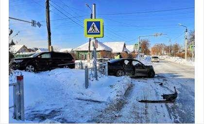 Жесткое ДТП на перекрестке улиц Суворова и Островского - трое пострадавших