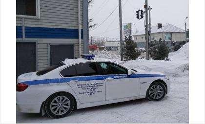 Сотрудники ГИБДД дежурят на дорогах региона