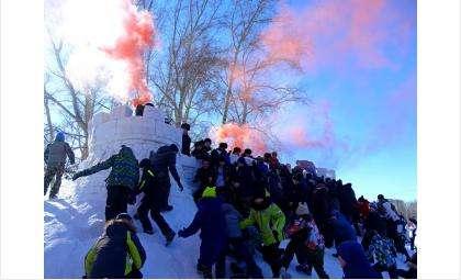 Впервые в Бердске на Масленицу штурмовали крепость на главной площади