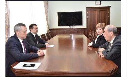Вопросы ЖКХ обсудил губернатор с председателем комиссии Общественной палаты РФ