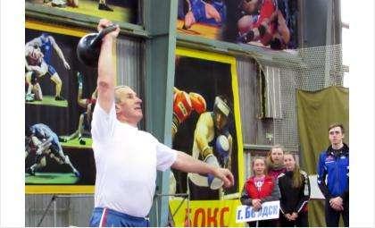 Бердский ветеран гиревого спорта Иван Москвин отметил 60-летие