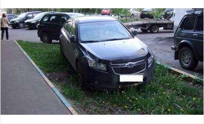Штрафы! Парковку на газоне приравняют к парковке на спортплощадке