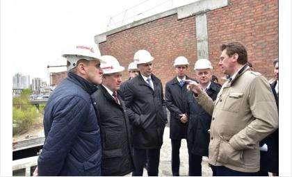 Губернатор Андрей Травников проконтролировал строительство волейбольного центра