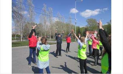 «Зарядка со стражем порядка» прошла в парке Бердска