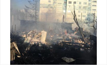 Огонь уничтожил дом на ул. Л. Чайкиной