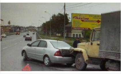 31 мая на ул. Барнаульской в Бердске ГАЗ 3307 совершил столкновение с Тойотой Королла