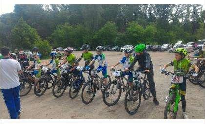 На проливном дожде завоевали 7 медалей бердские велосипедисты в Новосибирске