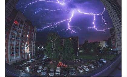 В Бердск идут сильные дожди, грозы, град, сильный ветер!