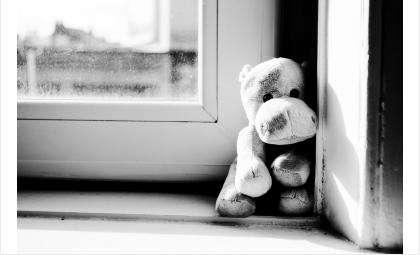 Открывая окна в квартире, убедитесь, что ребенок при этом находится под присмотром
