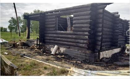 От удара молнии в Улыбино сгорел дом