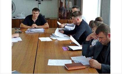 "Директор ООО ""Капитал"" Дмитрий Кудинов (на фото в центре)"