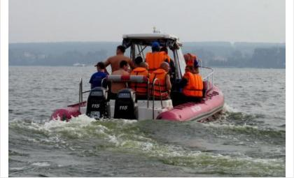 Женщину на лодке доставили на берег