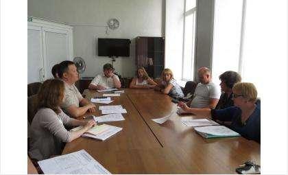 Вторую неделю мэр Евгений Шестернин вникает в проблемы дачников