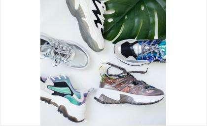 Кроссовки и другая модная мужская и женская обувь из новой коллекции доступны в салонах обуви «Под каблуком»