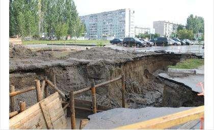 Канализационный коллектор у ТЦ «Орбита» в Бердске отремонтируют через неделю