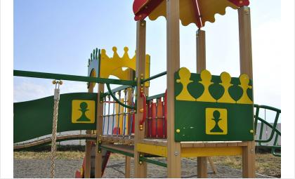 В Бердске девочка стала заложницей детской горки