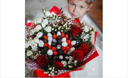 Только свежие цветы и свежая клубника! Необычное сочетание и невероятная красота удивят вас и ваших близких!