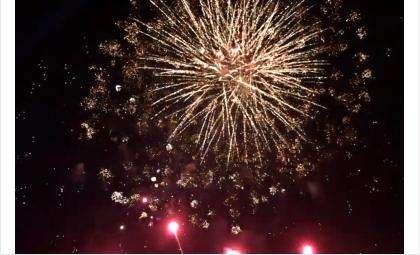 Салютом из 600 залпов завершился 303-й День города Бердска