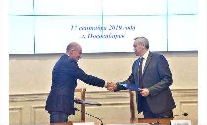 Андрей Травников и Виктор Харитонин подписали соглашение