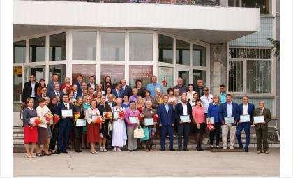 В День города Бердска на Доску почета поместили фото 24 граждан и 17 трудовых коллективов