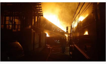 Дом полностью выгорел - хозяева успели спастись