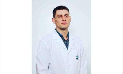 Врач-педиатр Максим Загорский получил работу в частной клинике