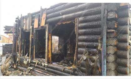 Дом был полностью охвачен огнём