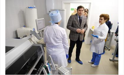 Министр здравоохранения открыл обновленную лабораторию Новосибирского областного наркодиспансера
