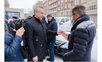 Губернатор вручил аграриям – победителям трудовых соревнований ключи от «Патриотов» и «Ларгусов»