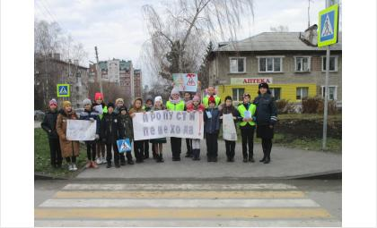 Безопасный переход – акция ГИБДД прошла вбердском Новом поселке